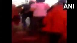 VIDEO: बंदूक घेऊन शाहीन बागेत आलेल्या व्यक्तीला आंदोलकांकडून चोप