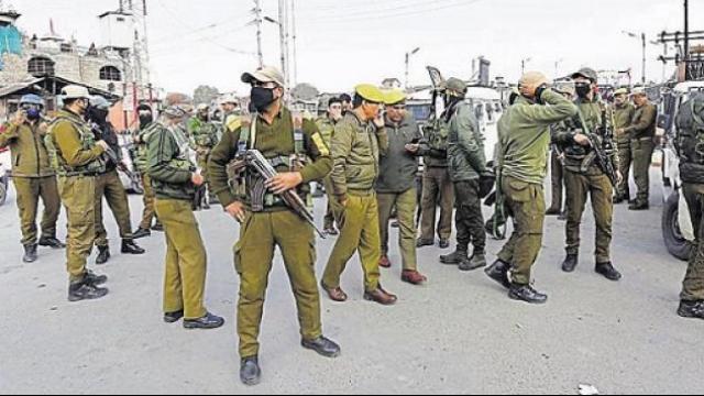 जम्मू-काश्मीरमध्ये CRPF जवानांवर ग्रेनेडचा हल्ला