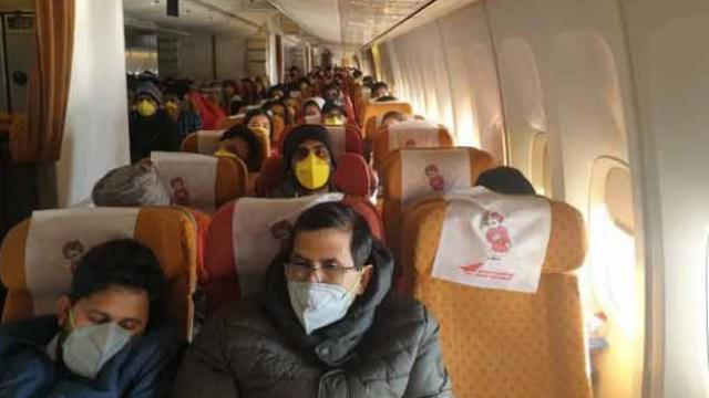 Corona virus: एअर इंडियाच्या दुसऱ्या विमानातून ३२३ भारतीय दिल्लीत दाखल