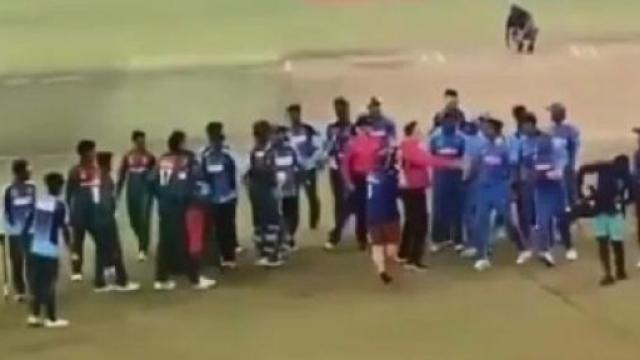 बांगलादेश आणि भारत यांच्यात रंगलेल्या अंतिम सामन्यात खेळाडूंमध्ये धक्काबुक्की झाली होती