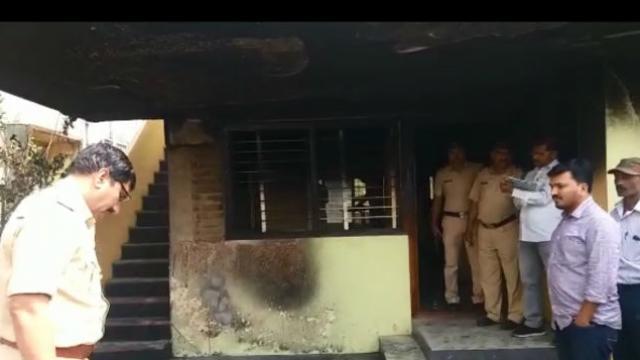कोल्हापूरात पोलिसाचे घर पेटवले