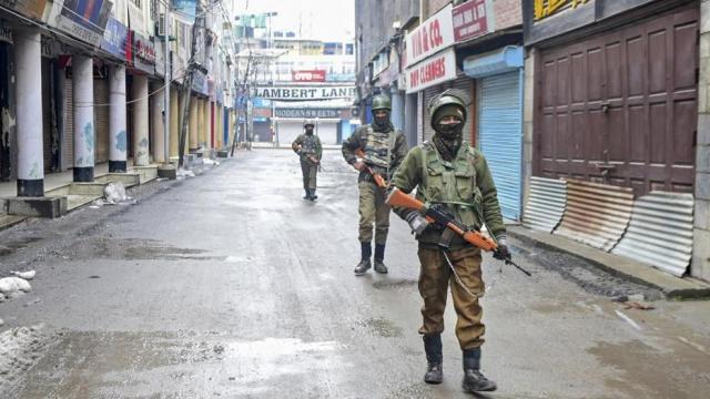 जम्मू-काश्मीरमध्ये तैनात असलेले जवान