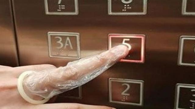 कोरोना विषाणूमुळे सिंगापूरमध्ये कंडोम खरेदीसाठी गर्दी