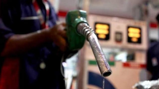 पेट्रोलचे दर कमी होणार