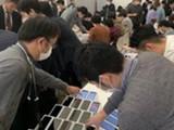 जपानजवळील समुद्रात उभ्या असलेल्या जहाजावर २००० आयफोन्स वाटण्यात आले आहेत.