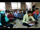 जमिनीवर बसून विद्यार्थ्यांनी परिक्षा दिली