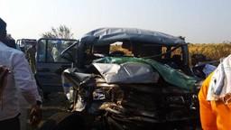 सोलापूरात एसटी आणि जीपमध्ये भीषण अपघात; ४ जण ठार