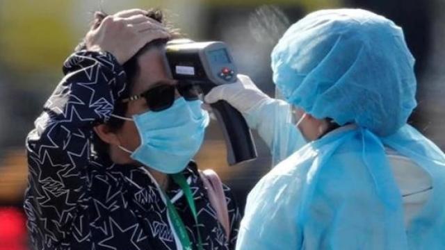 चीनमध्ये कोरोनामुळे जवळपास २ हजार २३६ लोकांनी आपला जीव गमावला आहे. (Photo-REUTERS)