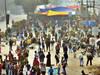 शाहिन बाग येथील आंदोलनकर्त्यांनी परिसरातील ९ क्रमांकाचा रस्ता खुला केला आहे.