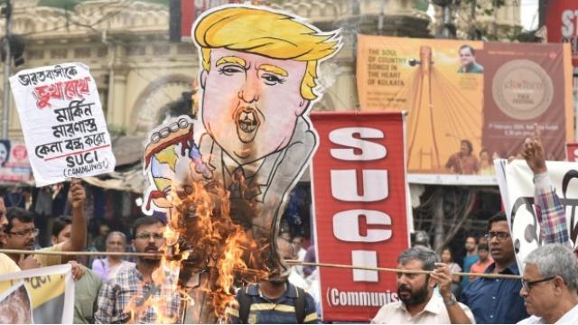 अहमदाबाद येथे अमेरिकेचे राष्ट्राध्यक्ष डोनाल्ड ट्रम्प यांचे जल्लोषात स्वागत करण्यात आले.