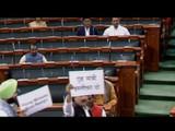 संसदेत विरोधक आक्रमक