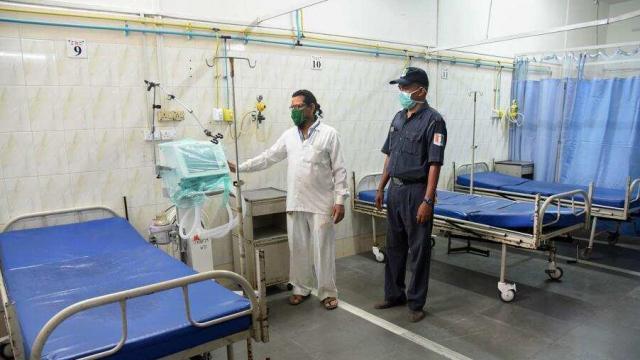 कोरोना विषाणूमुळे मुंबईत एका वृद्ध नागरिकाचा मंगळवारी मृत्यू झाला. (प्रातिनिधिक छायाचित्र)