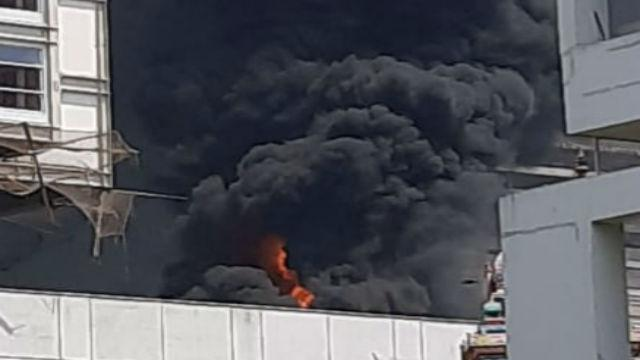 डी वाय पाटील कॉलेजमध्ये इमारतीला आग