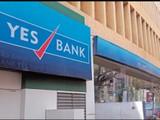 येस बँकेवरील निर्बंध हटवण्यात आले असून या बँकेतील खातेधारक आता पूर्ववत व्यवहार करु शकणार आहेत.