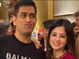 महेंद्रसिंह धोनी आणि त्याची पत्नी साक्षी