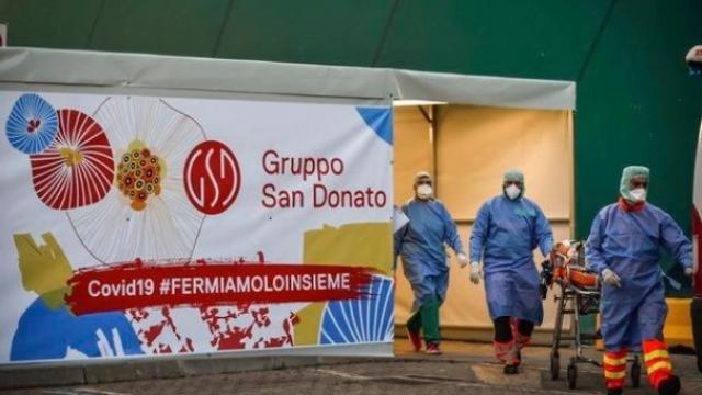 मंगळवारी इटलीमध्ये ७४३ जणांचा कोरोना विषाणूमुळे मृत्यू झाला आहे. (छायाचित्र-एपी)