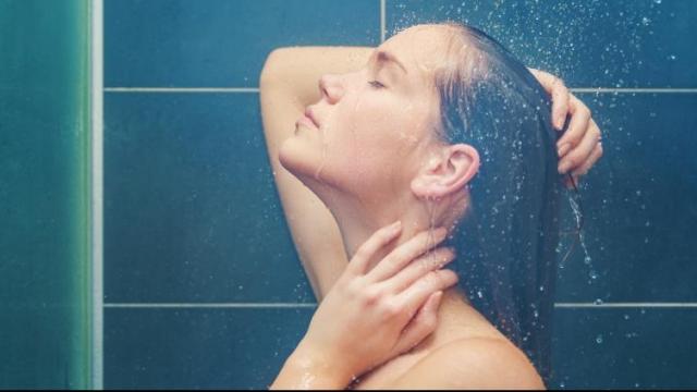 गरम पाण्यानं आंघोळ केल्यानं चांगली झोप लागते