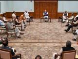नरेंद्र मोदी यांनी सोशल डिस्टन्सिंगचा वापर करून मंत्रिमंडळाची बैठक घेतली.