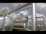 सौदी अरेबिया आणि रशिया यांच्यादरम्यान सुरु असलेल्या 'प्राईस वॉर'मुळे कच्च्या तेलाचे दर आणखी घसरले आह