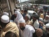 पाकिस्तानात संसर्गित लोकांची संख्या वेगाने वाढतच असल्यामुळे तेथील सरकारने केलेल्या उपाययोजना तोकड्या