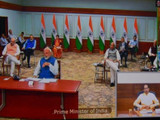सर्व राज्यांच्या मुख्यमंत्र्यांशी नरेंद्र मोदी यांनी व्हिडिओ कॉन्फरन्सिंगच्या माध्यमातून संवाद साधला