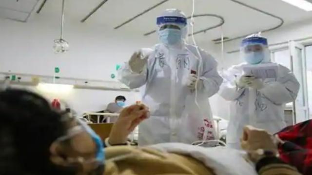 कोरोना विषाणूबाधित रुग्णावर उपचार सुरु असतानाचे संग्रहित छायाचित्र
