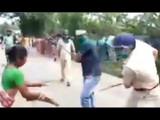 पोलिसांकडून नागरिकांना चोप