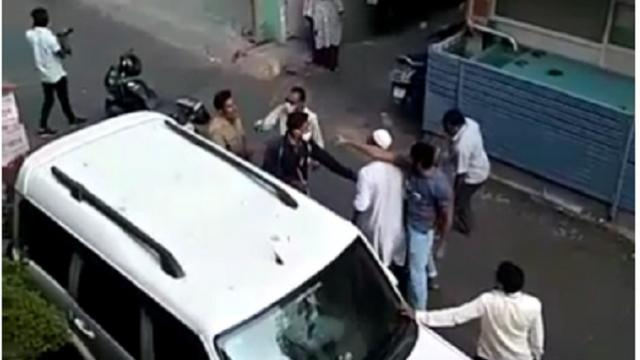 पोलिसावर हल्ला